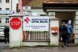 """82-letnia kobieta czekała samotnie 8 godzin na izbie przyjęć Szpitala Miejskiego w Bydgoszczy. """"To skandal"""" - mówi jej syn"""