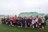 Pruszcz Gdański: Uczniowie ZSO nr 1 zaśpiewali hymn z okazji obchodów Święta Niepodleglości  [ZDJĘCIA, WIDEO]