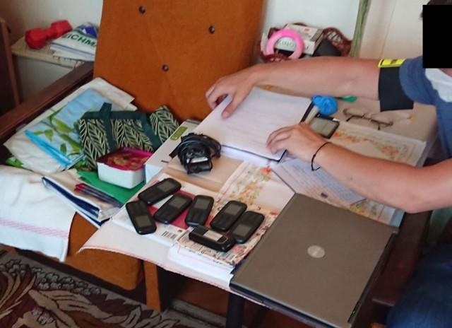 Dowody znalezione w jednym z mieszkań świadczą o nielegalnym handlu tytoniem