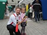 Święto podwórkowe na Gdańskiej w Łodzi. Przygotowano gry i zabawy dla dzieci. Bawili się nie tylko sąsiedzi biblioteki przy Gdańskiej