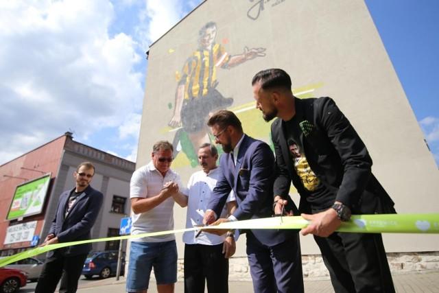 29.07.2021. Odsłonięcie muralu Jana Furtoka w Katowicach.  Zobacz kolejne zdjęcia. Przesuwaj zdjęcia w prawo - naciśnij strzałkę lub przycisk NASTĘPNE