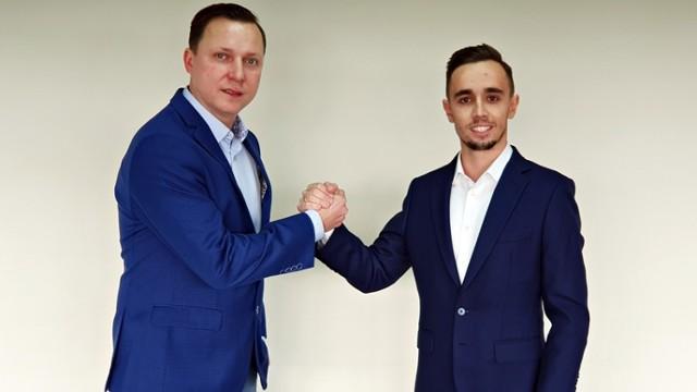 Na zdjęciu od lewej strony: prezes Szymon Serwa i wiceprezes Bartłomiej Kondracki