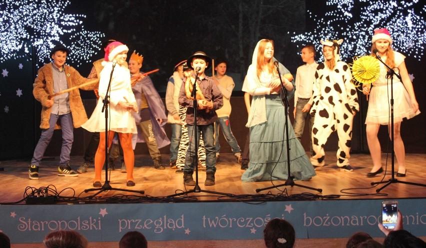 XIII Staropolskie Kolędowanie. Uczniowie Zespołu Szkół śpiewali kolędy