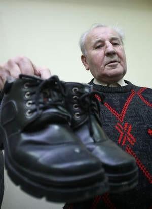 Stefan Łakomy z Chorzowa z feralną parą butów.