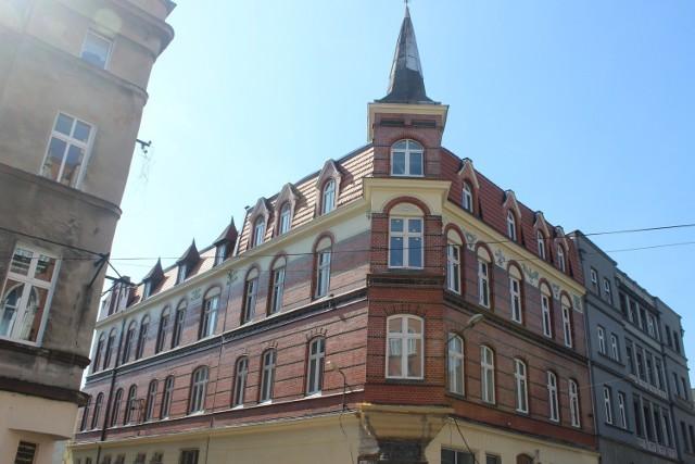 Kamienica przy ul. Krakowskiej w Bytomiu została odnowiona. Teraz już nie straszy swoim wyglądem. Zobacz zdjęcia >>>