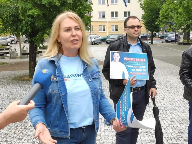 - Od 5 lat w Polsce rządzi PiS, proszę mi powiedzieć co zrobił dla Jasła, żeby powstały nowe miejsca pracy i zakłady – odpowiadała E.Łukacijewska.