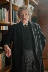Biografia Alberta Einsteina w odcinkach już w kwietniu w telewizji! [zobacz ZWIASTUN]