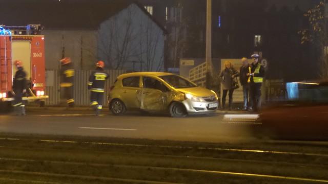 Kolizja samochodu osobowego z tramwajem za mostem Kotlarskim