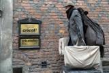 Żywe pomniki zastygły w rocznicę śmierci Tadeusza Kantora [ZDJĘCIA]