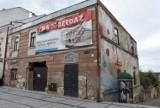 Tarnów. Zgliszcza kamienicy nadal będą szpecić Rynek w Tarnowie. Część właścicieli postawiło miastu zaporową cenę [ZDJĘCIA]