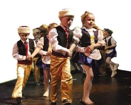 """Maluchy z przedszkola nr 36 na festiwalu zaprezentowały ,Czeską Polkę""""."""
