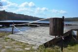 Pomost rozsypał się. Rowerków wodnych i kajaków też nie będzie (ZDJĘCIA)