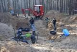 Samolot B-25 spadł w Bieruniu: Prokuratura prowadzi ekshumacje zwłok odnalezionych w Bieruniu na miejscu katastrofy amerykańskiego bombowca