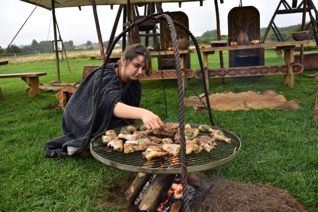 Pachnący świat średniowiecznej kuchni na terenie przy ruinach zamku Diabła Weneckiego.
