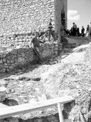 Prace zaczęto od budowy schodów na wieżę kwadratową. Foto: KATARZYNA KULIŃSKA-PLUTA