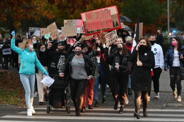 Protest kobiet w Kostrzynie. Wzięło w nim udział około 300 osób.