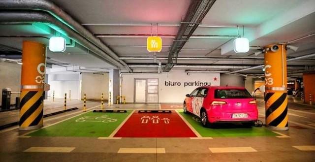 Stacja ładowania aut elektrycznych w Supersamie w Katowicach