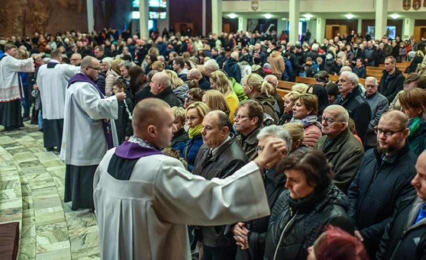 W tym roku takich tłumów nie może być w kościołach. Trzeba...