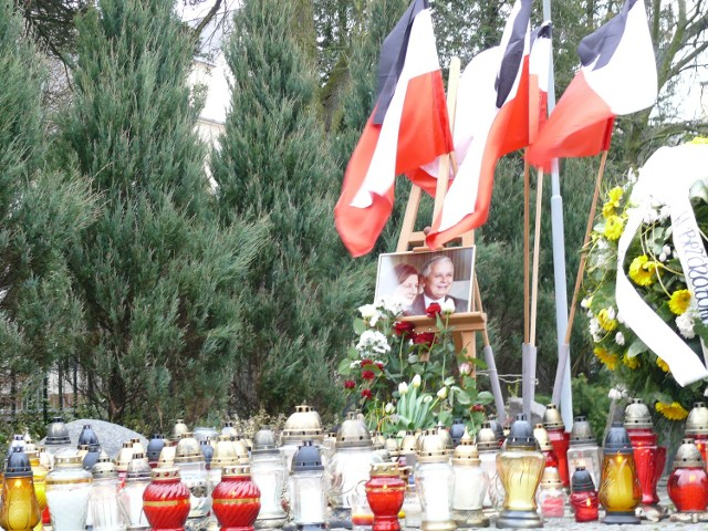 Mieszkańcy Kleszczowa pojadą złożyć hołd prezydenckiej parze.