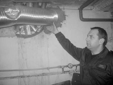 Kapitan Marek Woźniak radzi, aby systematycznie sprawdzać przewody wentylacyjne.