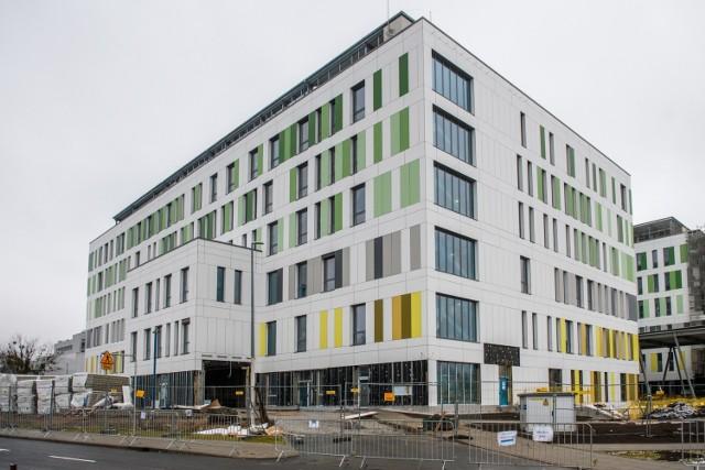 Budowa Wielkopolskiego Centrum Zdrowia Dziecka, które powstaje przy ulicy Wrzoska w Poznaniu – w sąsiedztwie szpitala wojewódzkiego – zakończy się w tym roku. Będzie to jeden z największych tego typu ośrodków w Polsce. Opiekę medyczną na najwyższym poziomie znajdzie tutaj 354 dzieci.   Kolejne zdjęcie --->