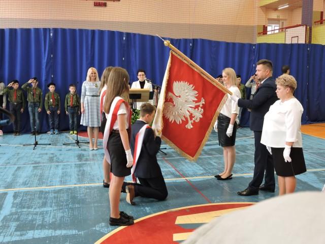 Uroczystość przekazania sztandaru Szkole Podstawowej nr 3 w Bielsku Podlaskim