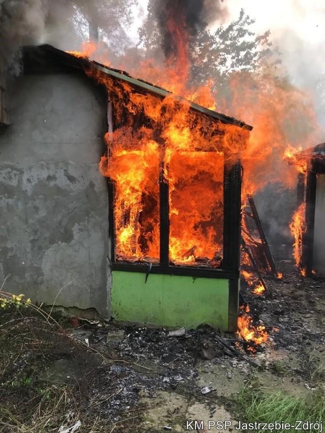 W wyniku pożaru konieczna była rozbiórka spalonej altany.