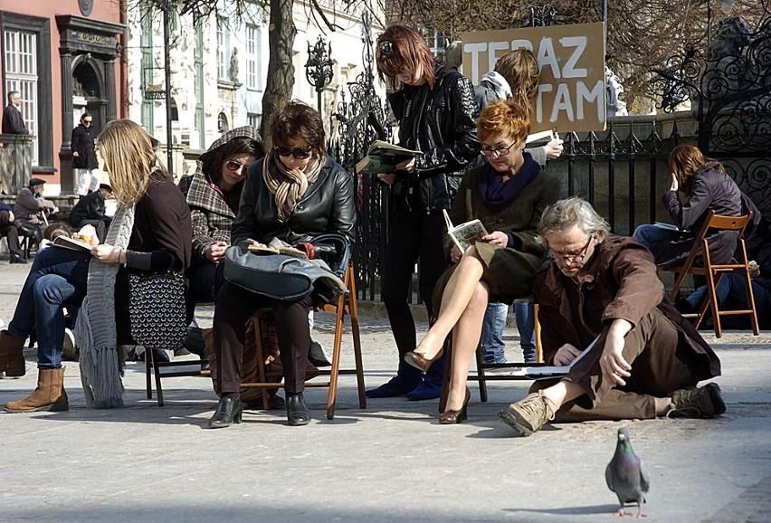 Czytali książki na Długim Targu