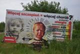 Antyszczepionkowcy straszą już nie tylko w internecie. Kłamliwe banery pojawiły się w Gdańsku