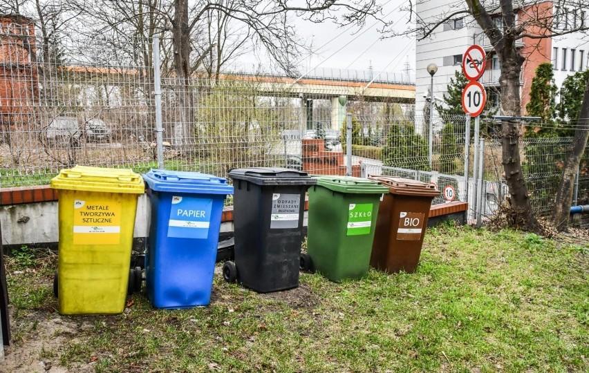 [odpad - miejsce/pojemnik, do którego powinien...