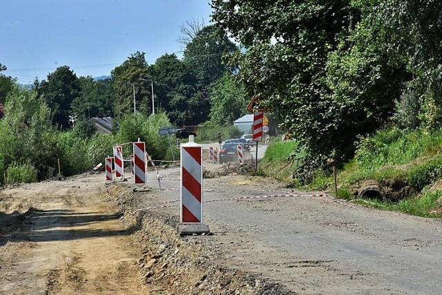 Droga łączy powiat gorlicki z nowosądeckim i od lat czekała na gruntowną przebudowę