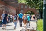 Polityka turystyczna Krakowa na lata 2021-2028. Przyjedzie banalny hulaka czy homo consumens?