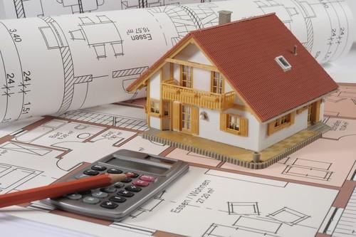 Koszty budowy domu drewnianego a domu murowanego znacząco się różnią.