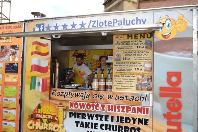 Pysznie jedzenie wabi zapachem na rynek w Mysłowicach