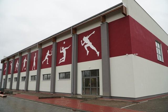 Nowa hala sportowa w Gubinie wygląda prawie na gotową. W kwietniu można spodziewać się oficjalnego otwarcia.