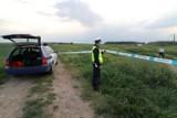 Akcja policji pod Bydgoszczą. Funkcjonariusze przeczesują pola w okolicach miejscowości Strzelce Dolne. Chodzi o kradzież