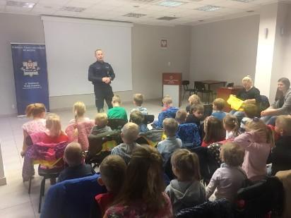 Przedszkolaki z Magicznego Zakątka na zajęciach w Policyjnym Centrum Edukacji Bezpieczeństwa