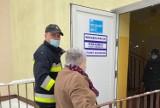 Akcja #Szczepimy się. Strażacy z powiatu żnińskiego wspierają mieszkańców. Mogą dowieźć na szczepienie [zdjęcia]