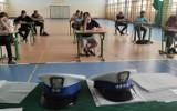 """W Szkole Podstawowej w Wandowie policjanci przeprowadzili konkurs """"Rowerzysta w ruchu drogowym"""" [ZDJĘCIA]"""