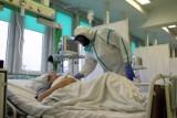 Spada liczba zakażonych koronawirusem w obu tarnowskich szpitalach. Placówki zmniejszyły też liczbę łóżek dla pacjentów covidowych