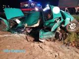 Groźny wypadek na DK 46 między Pawonkowem a Gwoździanami. Jeden z samochodów przełamał się na pół [ZDJĘCIA]