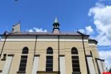Renowacja krzywej wieży na kościele klasztornym w Dębicy. Parking częściowo wyłączony z ruchu