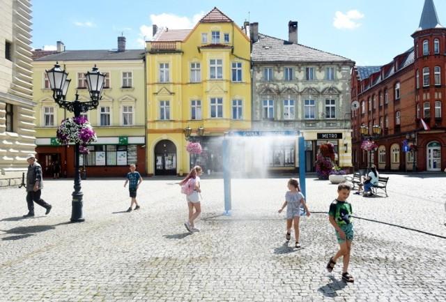 Kurtyny wodne powróciły na świebodziński rynek.