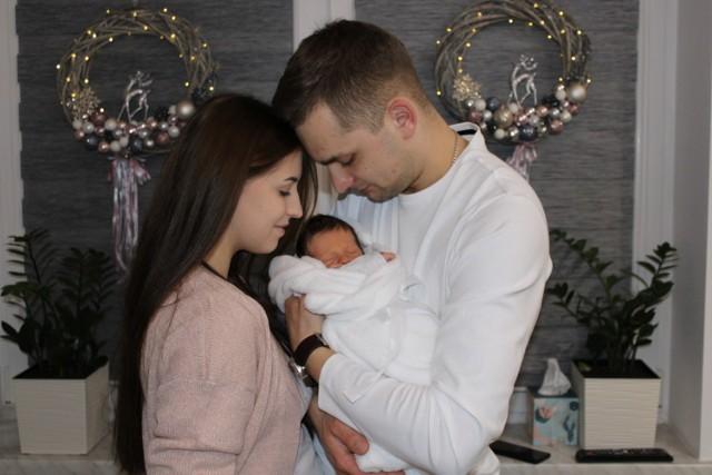 Justyna i Tomasz Burnatowie z Chojnika są szczęśliwymi rodzicami Tymona, pierwszego Małopolanina.