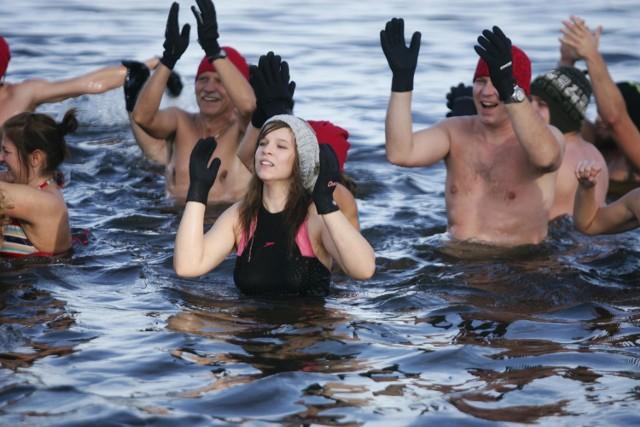 Członkowie grupy Ice Team Wągrowiec od kilku lat morsują w Kobylcu. Teraz zdecydowali się zorganizować zlot morsów