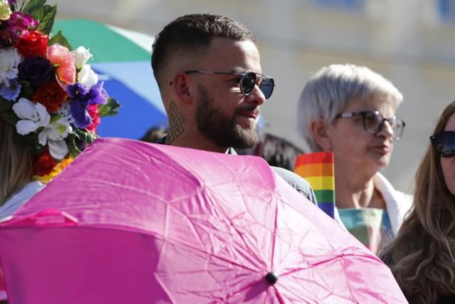 Tancerz, choreograf, prezenter telewizyjny w październiku 208 roku ujawnił, że jest gejem.