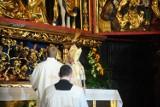 Kraków. Odnowiony ołtarz Wita Stwosza został poświęcony. Dzięki renowacji odzyskał dawny blask [ZDJĘCIA]