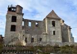 Zamknięta wieża widokowa przy klasztorze Karmelitów Bosych w Zagórzu
