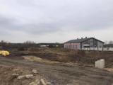 Na terenie Ogrodzieńca pojawiają się informacje o poszukiwaniu pracowników do nowego marketu. Jaki to będzie sklep?