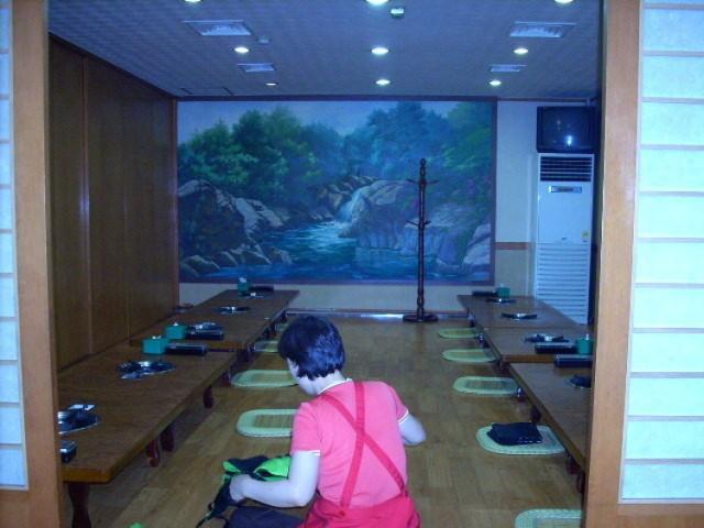 Wnętrze sali tradycyjnej w koreańskiej restauracji Fot. Paweł Nowacki